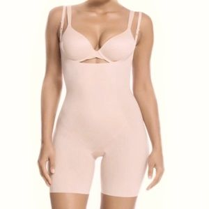 SPANX Thinstincts Open Bust Mid Thigh Bodysuit!
